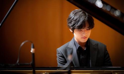 """[세계일보] """"그랜드 피아노 앞의 16세 소년 건반으로 지옥 불을 일으켰다"""""""