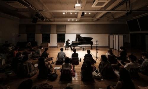 [데일리안] 마룻바닥 앉아서 '브람스 교향곡 투 피아노 편곡 버전' 즐감